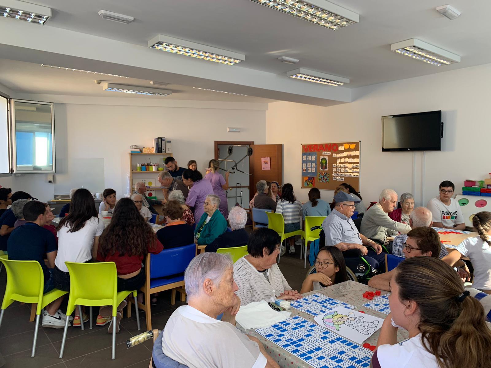 Visita del Alumnado de Secundaria del Colegio Claret al Centro de Día de Personas Mayores de Gáldar